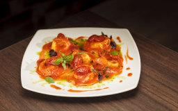 Tortelloni di mozzarella di bufala con salsa di pomodoro fresco e basilico